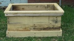 Outdoor Flower Planter, handmade from 100% recycled pallet wood.