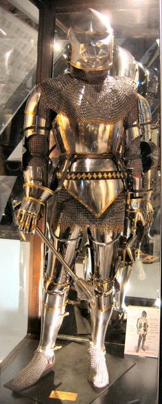 English Knight from the time of the battle of Agincourt, from the Azincourt museum (Graham Field, 2007)