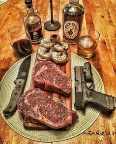 Weapons and Meat Carne Asada, Beef Recipes, Cooking Recipes, Wagyu Beef, Cigars And Whiskey, Scotch Whiskey, Dinner Is Served, Churros, Food Dishes