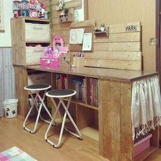 女性で、2DKの勉強机/カラーボックス/DIY/机についてのインテリア実例を紹介。「子供達の勉強机のカラーボックスに端材がいっぱいあったのでチビ達とくっ付けてみました(*^^*)」(この写真は 2016-01-11 16:48:41 に共有されました)