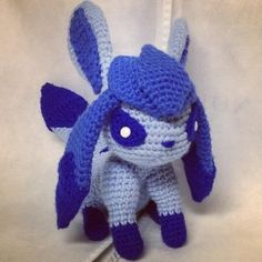 I this amigurumi. Why is it so darn cute? I found a pokeball type crochet iPhone case too but Idk which folder i put the pic in. Diy Crochet, Crochet Crafts, Yarn Crafts, Crochet Toys, Crochet Projects, Pokemon Crochet Pattern, Crochet Doll Pattern, Crochet Patterns, Pokemon Craft