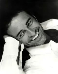 Julian McMahon from Nip/Tuck as Christian Troy. Julian Mcmahon, Beautiful Smile, Gorgeous Men, Perfect Smile, Look At You, How To Look Better, Pretty People, Beautiful People, Black And White