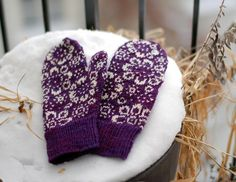 by Barbara Gregory - one of my favourite knitting designer. The mittens are knitted in Koigu, purple and white, and weight 56 gram. They are knitted on needles 2 and mm Mittens Pattern, Knit Mittens, Knitted Gloves, Knitting Socks, Knitting Projects, Knitting Patterns, Wrist Warmers, Fair Isle Knitting, Mittens