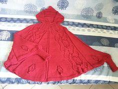 Ravelry: Poncho REINVENT pattern by TricoRendado by Rita Tavares Shawl Patterns, Knitted Poncho, Chunky Yarn, Ravelry, Knitting, Shawls, Yarns, Facebook, Crafts