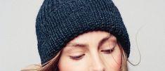 Patenttineulepipo tehdään sinisestä alpakasta ja villasta - Kotiliesi.fi Knitted Hats, Villa, Beanie, Knitting, Diy, Tricot, Bricolage, Breien, Stricken