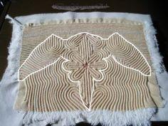 색실누비 - 두루주머니 (염낭) 색실누비~~~ 어렵지 않아요. 일주일 동안 살림도 안살고, 김치찌개만 해 먹... Fashion Design Classes, Korean Traditional, Hand Sewing, Stitches, Outdoor Blanket, Quilting, Embroidery, Beautiful, Stitching