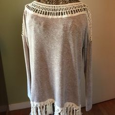 Gorgeous sweater tunic fringe in front bottom hem Gorgeous! Excellent condition Sweaters Crew & Scoop Necks