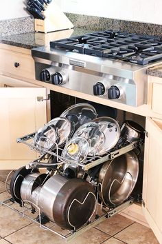 Organized Pots & Pans Storage! This is a really easy, great way to store store pots and lids. With a place for every piece it's easy to put ...