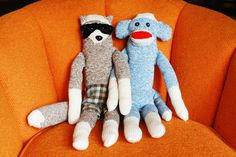 Looking for a new baby gift? DIY these oh-so-cute sock monkey friends.