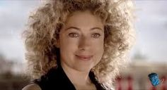 """""""River Song"""" es el alias principal de la tercera encarnación su nombes es; Melody Pond, """"hija de la TARDIS"""" y esposa del Undécimo Doctor. River es humana pero con características de Señor del Tiempo por ser fue concebida por sus padres Amy Pond y Rory Williams mientras estaban a bordo de la TARDIS..."""