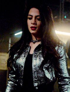 Isabelle Lightwood Emeraude Toubia Stilo Stele Shadowhunters Netflix
