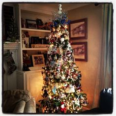Priscillas: Instagramming my Holiday Decorating snowman tree
