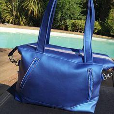 """Atelier24 sur Instagram: Sac à main """"Le Java"""", modèle Sacotin, en simili cuir bleu électrique 💙💙💙💙 Se porte à l'épaule. Fermeture par un Zip argent. 2 poches…"""