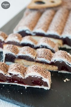Čokoladni nugat s ribljim, malinama i kokosovim bombonima Chocolate Candy Recipes, Cookie Box, Edible Gifts, Coco, Cookies, Sweet, Chocolate Shop, Chocolate Bars, Holiday Desserts
