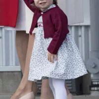 Look da Semana. Os encantadores vestidos da princesa Charlotte - Estilos - SAPO Lifestyle Princesa Charlotte, Kate Middleton, Look, Skirts, Fashion, Toad, Daughter, Vestidos, Duchess Of Cambridge