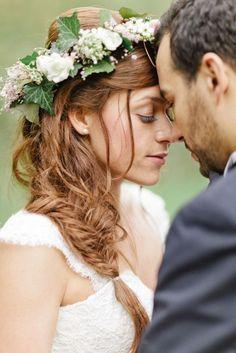Coiffure de mariée avec fleurs naturelles - Les plus jolies coiffures de mariée…
