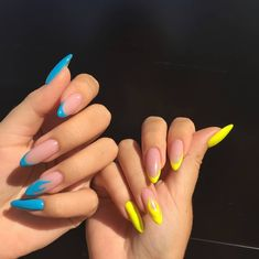 Discovered by ♛Queen Svetlan Luar♛. Find images and videos about nails, trend and nails art on We Heart It - the app to get lost in what you love. Pointy Nails, Aycrlic Nails, Swag Nails, Nail Manicure, Summer Acrylic Nails, Best Acrylic Nails, White Summer Nails, Stylish Nails, Trendy Nails