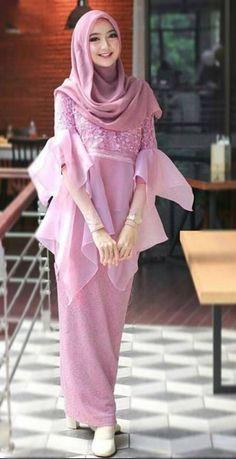 Style Hijab Casual Kondangan 36 New Ideas Hijab Casual, Hijab Chic, Casual Outfits, Kebaya Modern Hijab, Kebaya Hijab, Muslim Fashion, Hijab Fashion, Fashion Outfits, Womens Fashion