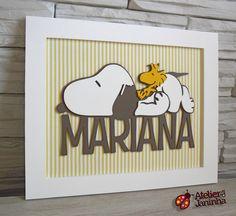 Placa de Maternidade com desenho do Snoopy e Woodstock <br>Escolha o nome!! <br>Peça em MDF com fundo de tecido. <br> <br>Consulte-nos sobre outros temas.