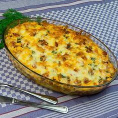 Potatoes with cheese and bacon - An easy recipe for baked potatoes Cheese Potatoes, Baked Potatoes, Jacque Pepin, Baked Potato Recipes, Soul Food, Summer Recipes, Natural Remedies, Food To Make, Bacon