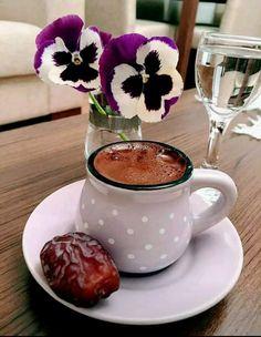 Coffee Cafe, My Coffee, Morning Coffee, Coffee Photography, Coffee And Books, Turkish Coffee, Wine Drinks, Tea Set, Tea Time