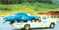 Drag Racing Cuda and Hauler. Petty was drag racing because Plymouth was boycotting stock car racing. triggered the walkout by banning the potent Hemi engine that produced 26 Mopar victories in Richard Petty, King Richard, Nhra Drag Racing, Auto Racing, Dodge Muscle Cars, Car Carrier, Old Race Cars, Transporter, Vintage Race Car