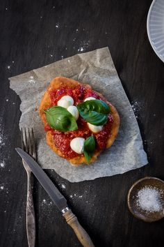 This homemade pizza is ready in 10 mins - the secret is frying the dough! Pizza Fritta is an Italian fried pizza recipe straight from the heart of Naples. Italian Dishes, Italian Recipes, Italian Foods, French Recipes, Waffle Pizza, Pizza Pizza, Pizza Recipes, Wine Recipes, Star Food