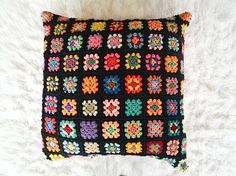 NOTE: see picture no. 2. the granny squares on the LEFT in this picture, are the granny squares i will be using for your cover. (a bit larger square