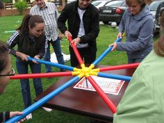 ST: Robot Writer - team building using toobeez set.Robot Writer - to tech team building, cooperation, perspective taking.Toobeez Play House provides you various Team Building Exercise Activities that can be employed during Business Exercises, Training, Ma Team Building Exercises, Indoor Team Building Games, Building Ideas, Exercise Activities, Team Activities, Physical Activities, Youth Games, Fun Games, Pep Rally