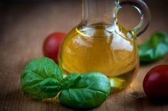Olive Oil Food Eat diet. 低脂肪食ダイエットは低炭水化物食ほど「体重減少の効果がない」かもしれない。