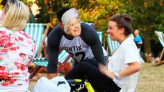 QUEEN ELIZABETH PRANKS OUTSIDE BUCKINGHAM PALACE Prank vs. Prank