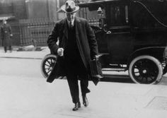 TODAY in Irish History - 11 Oct 1921 Anglo-Irish Treaty negotiations begin in London. Ireland Pictures, Old Pictures, Irish Republican Army, Michael Collins, Al Capone, History, People, War, Insurgent