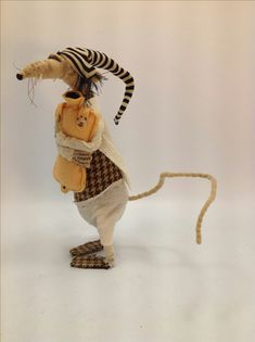 Ratty mit Hottie - stofftiere - Leads For Amigurumi Needle Felted Animals, Felt Animals, Needle Felting, Mouse Crafts, Felt Crafts, Pet Mice, Felt Mouse, Creation Couture, Sewing Toys