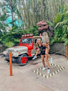 There's no shortage of photo ops at Universal Orlando Resort! The theme parks, the resorts, and Universal's CityWalk all have countless opportunities to get that perfect shot for the … Universal Orlando, Universal Studios, Cute Friend Pictures, Best Friend Photos, Best Friend Goals, Disney Cute, Lake Pictures, Summer Goals, Bff Goals