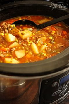 This slow cooker vegetable beef soup is one of the easiest soups you will ever make. A flavor-filled soup the entire family will love! This is my perfect veggie soup -reminds me of mom's growing up! Beef Soup Crockpot, Beef Soup Recipes, Crockpot Dishes, Slow Cooker Soup, Crock Pot Cooking, Slow Cooker Recipes, Cooking Recipes, Beef Broth, Potatoes Crockpot