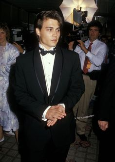 Stunning 💖 Johnny Depp - For the Love of Childrens AIDS Benefit Johnny And Winona, Young Johnny Depp, Johnny Depp Movies, Pretty Boys, Cute Boys, My Guy, Handsome Boys, Swagg, Beautiful Men