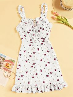 To find out about the Floral Print Ruffle Hem Dress at SHEIN, part of our latest Dresses ready to shop online today! Dress Outfits, Cute Outfits, Fashion Outfits, Floral Tops, Floral Prints, Ditsy Floral, Floral Fabric, Summer Outfits, Summer Dresses
