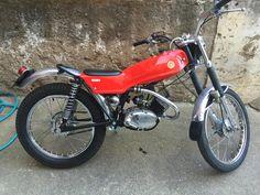Montesa Cota 49 Moto Guzzi, Motos Trial, Trial Bike, Vintage Motocross, Racing Motorcycles, Motorcycle Design, Cafe Racer, Classic Bikes, Dirt Bikes