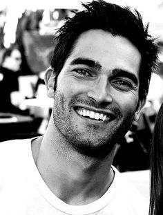 Black and white pic of hottie Tyler Hoechlin