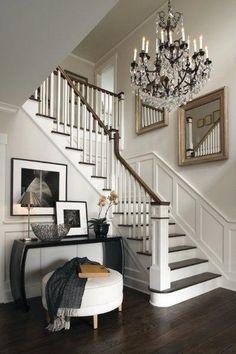 Foyer and staircase, veranda interiors Design Entrée, Design Case, Design Ideas, Urban Design, Foyer Decorating, Interior Decorating, Interior Design, Decorating Ideas, Decor Ideas