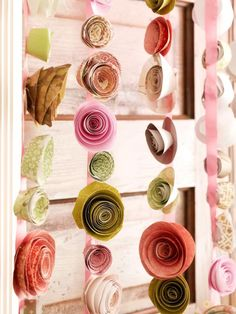 How to Host a Brunch Wedding Shower: Paper rosebud streamers are an excellent girls group craft. Craft Wedding, Diy Wedding, Wedding Decorations, Parties Decorations, Luxury Wedding, Wedding Centerpieces, Shower Pics, Diy Shower, Shower Pictures
