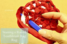 Four Eleven Rox: Starting an Amish Knot/Toothbrush Round Rug