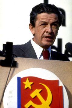 IlPost - Enrico Berlinguer nel maggio 1979. (AP Photo) - Enrico Berlinguer nel maggio 1979. (AP Photo)