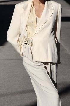 All white outfit. Minimal Fashion, White Fashion, White Outfits, Classy Outfits, Fall Inspiration, Fashion Outfits, Womens Fashion, Fashion Trends, Woman Outfits