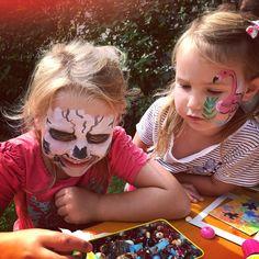 Schmuck basteln am Kinderfest Carnival, Face, Painting, Child Care, Wedding, Ideas, Carnavals, Painting Art, The Face