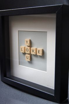 So smart and creative! A DIY scrabble picture! Make a word like love and pretend your playing scrabble! Then glue them to paper and to finish it off frame it! Scrabble Kunst, Scrabble Letters, Scrabble Tiles, Scrabble Crafts, Scrabble Wall Art, Framed Letters, Canvas Letters, Canvas Art, Boyfriend Gifts