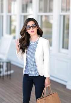 white blazer + navy pants // spring summer business casual office outfit ideas