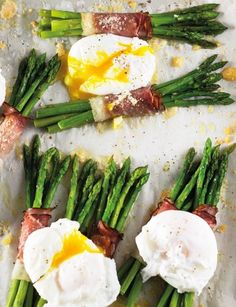 Asparagus with roasted ham and lost egg Roasted Ham, Asparagus, Breakfast Recipes, Brunch, Eggs, Fresh, Vegetables, Lost, Studs