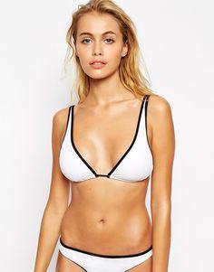 Top de bikini de triángulo en contraste Mix and Match de ASOS