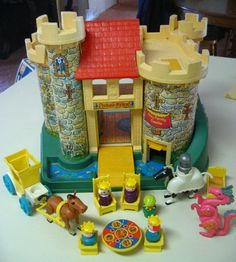 Fisher Price Castle - This is one of the all time greatest FP toys. My brothers and I had a lot of Fisher Price toys. They were awesome! Jouets Fisher Price, Fisher Price Toys, Vintage Fisher Price, Polly Pocket, My Childhood Memories, Childhood Toys, Family Memories, 1970s Childhood, Sweet Memories
